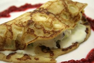 Pancakes with ice cream and raspberry coulis