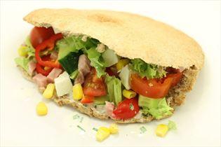 Pita bread with ham and feta