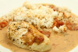 Turkey fillets in cheese and tomato sauce
