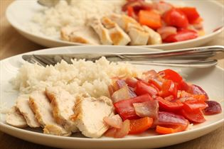 Chicken with sautéed pepper and rice