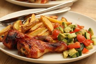 Barbecue chicken drumsticks with tomato salsa