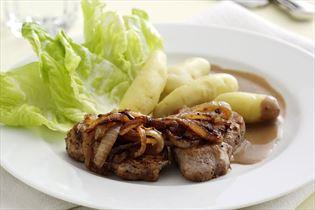 Pork tenderloin with soft onions