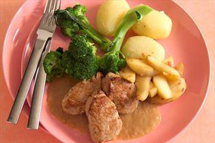 Pork tenderloin with mustard sauce and broccoli