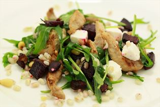Beetroot salad with pearl barley and chicken