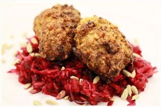 Rissoles with beetroot salad