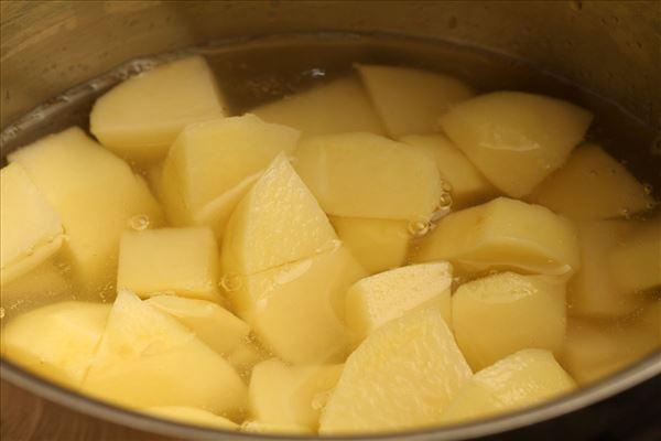 Hokkaido mash with meat sauce