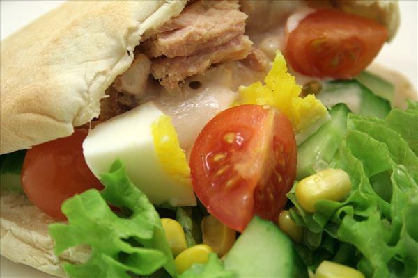 Pita bread with tuna and egg