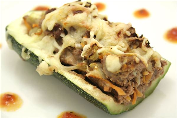 Stuffed courgettes with tomato sauce