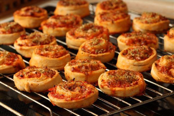 Pizza whirls with ham and cheese