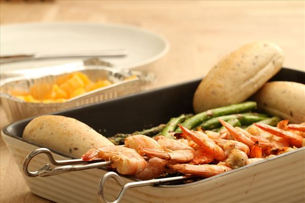 Tiger prawns with green asparagus