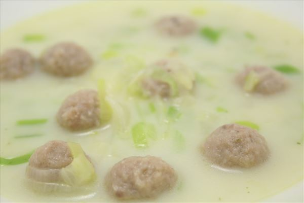 Leek soup with meatballs