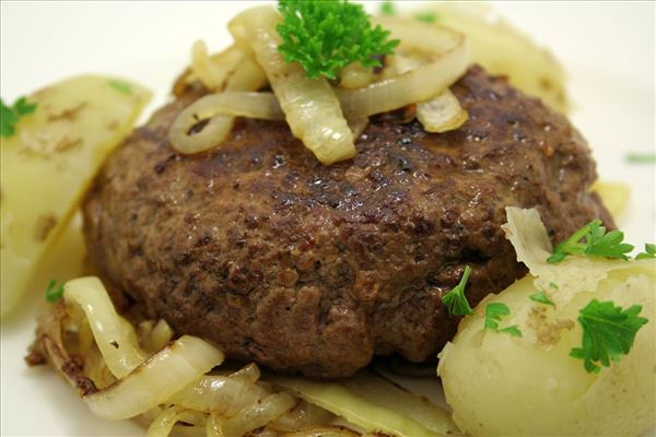 Beef patties with soft onion and new potatoes