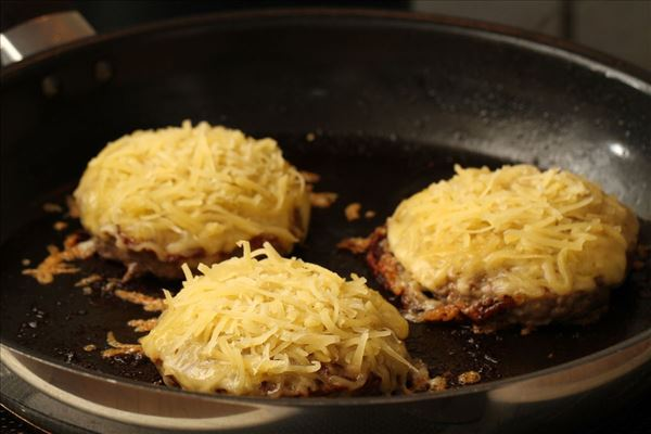 Burgers with cheese and onion